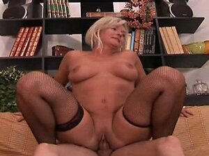Italian Mature Housewife and Carrie