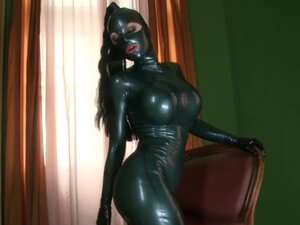Latex Lucy is fucking her puss with high heels