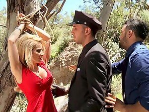 Hot Outdoors Sex with the Slutty Blonde Cock Sucker Madison Ivy