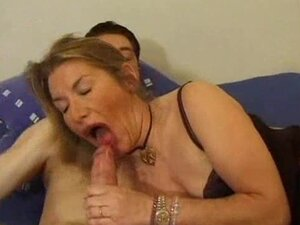 He wants her mature ass and gets it deep