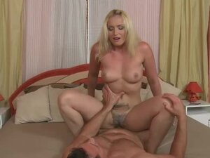 Hairy cunt on a horny blonde