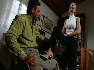 Sex in office provides delight