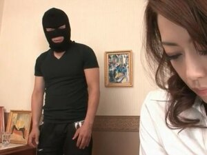 Burglar goes down on sexy Japanese girl
