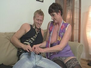 Old mom spreads her legs for hard cock