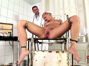 Punk blonde babe creams herself after some electro-shock play