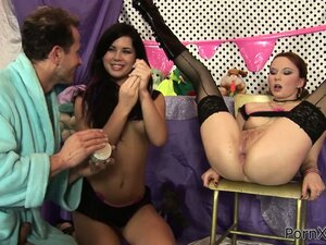 Sofia Gadget is in a threesome fucking and getting ass fisted