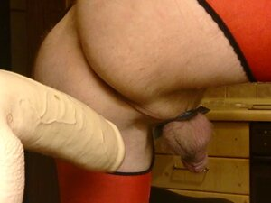 HUSBAND IN RED OUVERT-PANTYHOSE FUCKS DILDO & ZUCCHINI