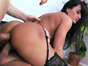 Pornstar is here to have group fuck
