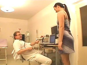 Naughty Babe Gets a Sexy Examination
