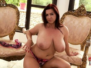 Auburn-haired beauty is here to blow you away with the sight of her huge jugs