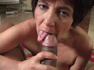 Mature Broad Gives Blowjob & Gets Nailed
