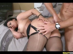Sexy Colombian MILF  Angellina gets a taste of some dirty dancing with Levi