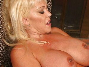 Kandi Cox's busty one woman show