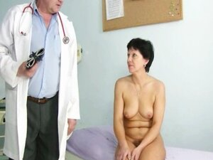 Mature woman Eva visits gyno doctor to get gyno mature