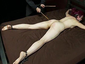 Spanking Her Ass and Torturing Her Pussy In BDSM Vid