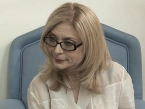 Nina Hartley craves for wet pussy and gets her lesbian fix on