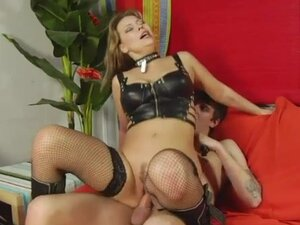 Kinky sex with collared milf in leather