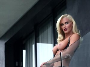 Fantastic blonde babe Jenny McCarthy drives everyone crazy with her body