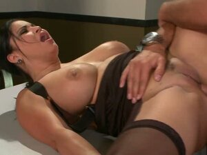 Sophia Lomeli laying the dick inside her cunt
