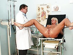 Kinky gynecologist doctor drills her patient's pussy