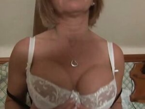 Jane Bond British milf pornstar with dildo