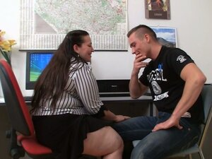 Office fat mature brunette seduces hot guy
