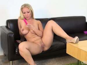 Hot blonde cougar Austin Taylor means business when it comes to masturbation