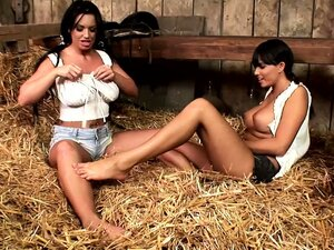 Great tits and perfect bodies, these two lesbians focus on feet