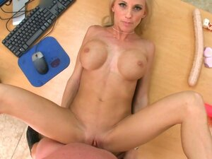 Blonde hotties Neesa and Jessi Stone please producer's dick well