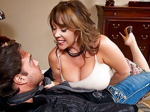 A bossy bitchy of a mature cougar shows her new younger beau who's boss in the bedroom