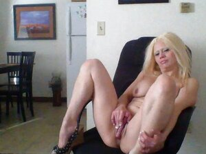 Sexy Barbie Blaze is horny at the office