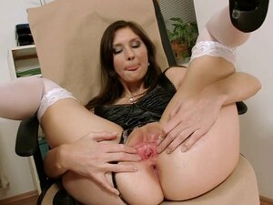 Gorgeous babe Kattie Gold filthy pussy gape