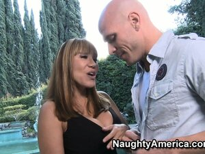 Ava Devine enjoys intensive cock pushing technique in a living room