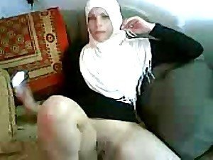 A frisky Arabian mama has her labia licked and then sucks and fucks her hubby