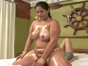 Slave gets destroyed by huge oiled ass