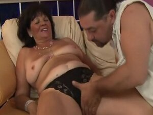 Mature granny pussylicked and fucked