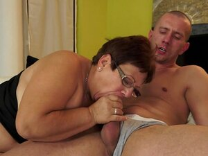 Chubby granny wearing glasses gives an amazing blowjob
