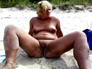 nakedpussy peeing at the beach
