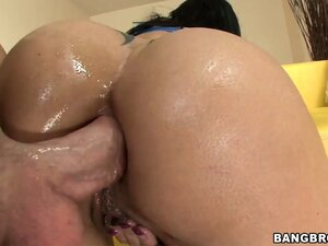MILF with huge round tits Jewels Jade takes it in every hole from this lucky dude