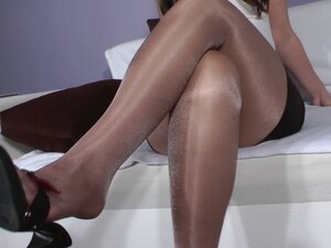 Footjob in nylon