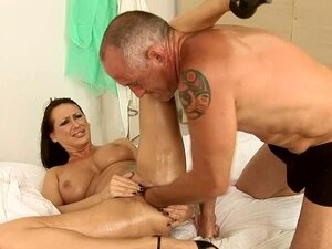 Slut Mandy Bright Orgasms to a Hardcore Fisting and Toying