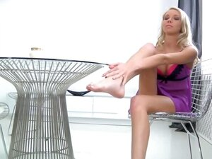 Blonde Gets Her Toes Gooey