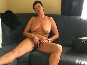 Mature amateur granny playing with her old wet hairy pussy