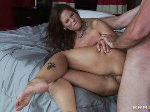 Syren gets pumped some more and then takes another load on her face