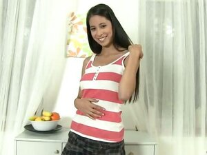 College cutie Paula Lee uses her hands