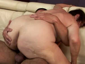 Lustful Granny Wants to Show All Her Sex Skills to a Fresh Cock