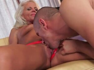 Blonde mature eaten out on her cunt