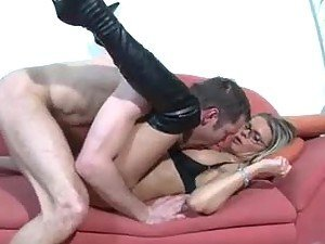 Tattooed babe in leather boots gets fucked
