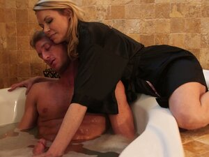Blonde milf Alexa Styles takes relaxing massage into handjob