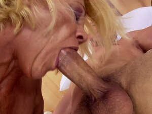 mature woman gets a massive load of goo in her mouth